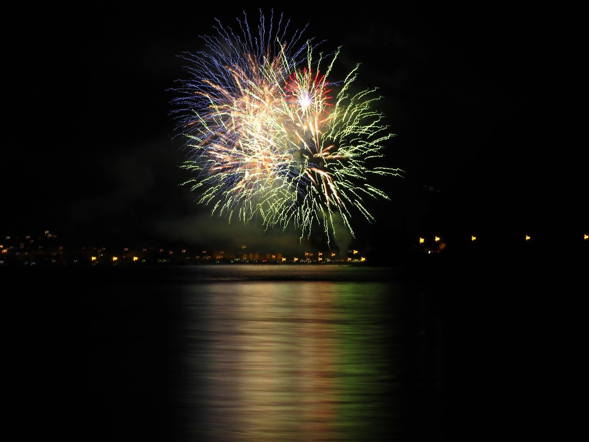 e682ad566c6aed9a9451_centered_fireworks_with_lots_of_water-919628_1920.jpg