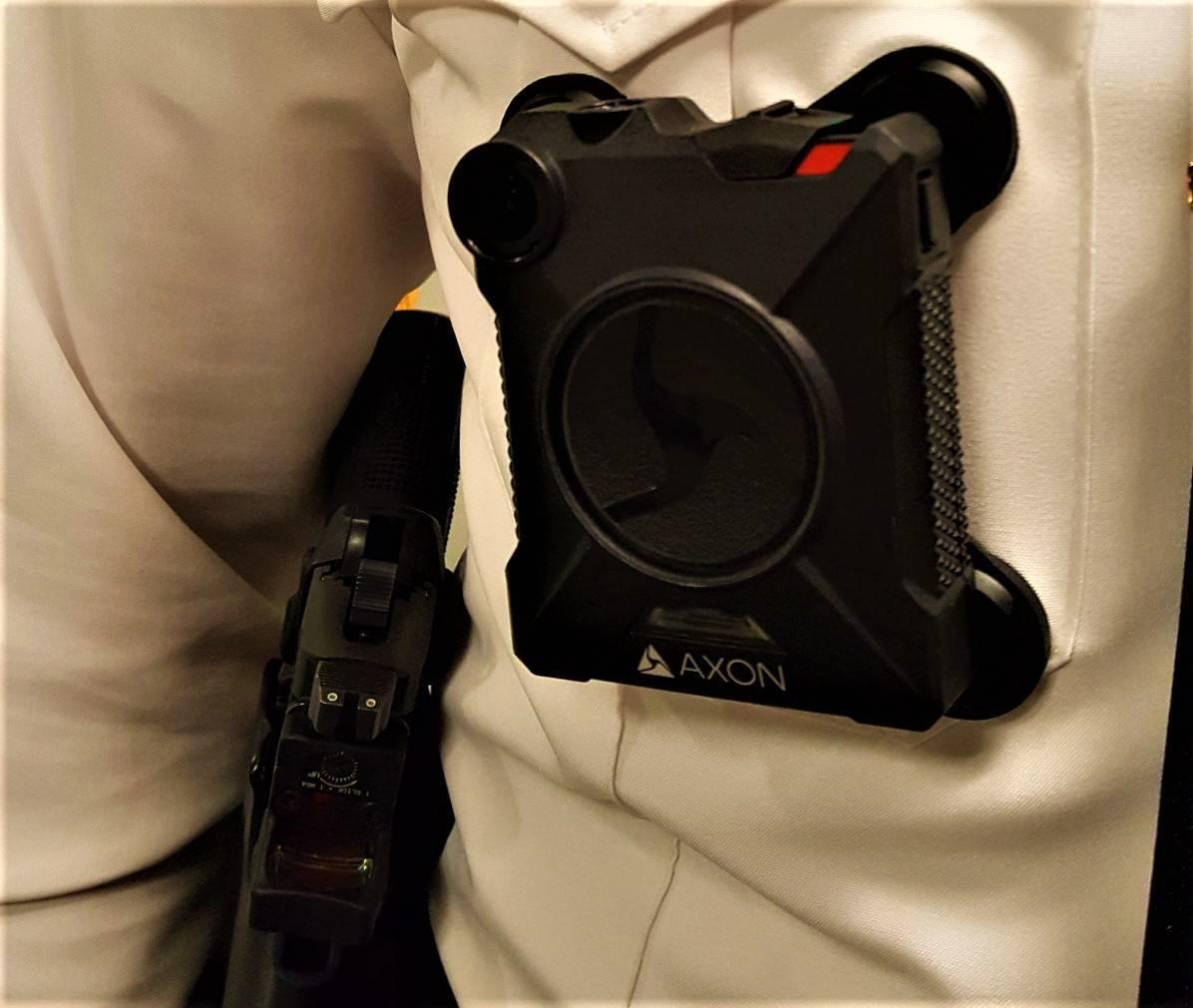 e706e5d23f14bb0ab500_Edison_Body_Camera02.jpg