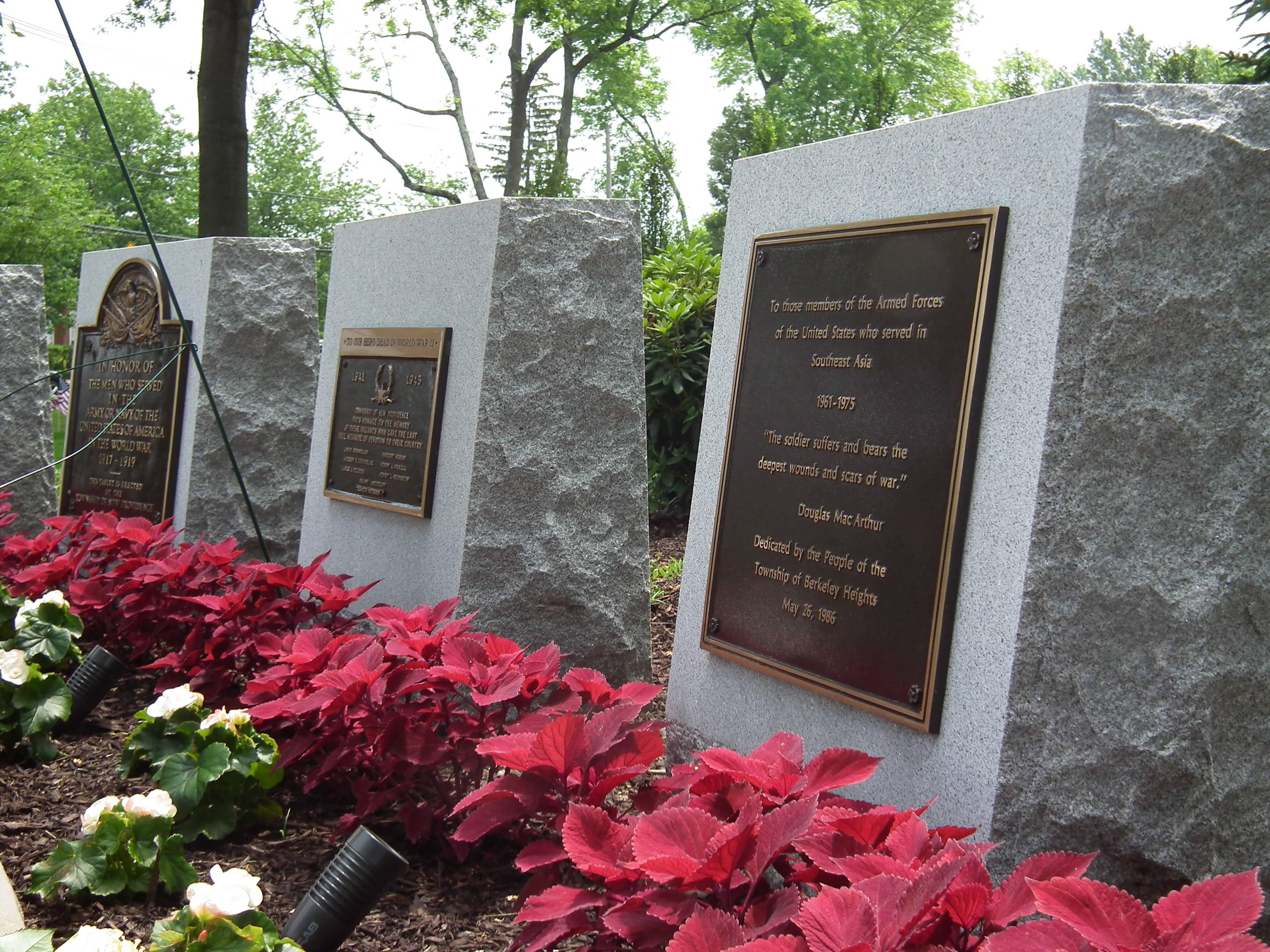 ea24d8d72137729f00d5_veterans_memorial_park.jpg