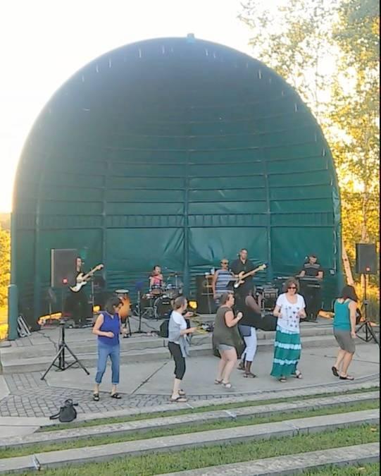 ededa9e7af64b78ae654_concerts_in_the_park_2.jpg