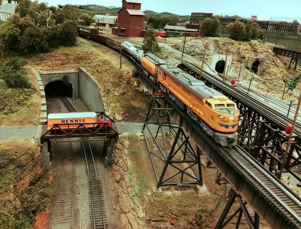 f45aac1d4e2bb85ee266_trains_at_Model_RR_Center.jpg