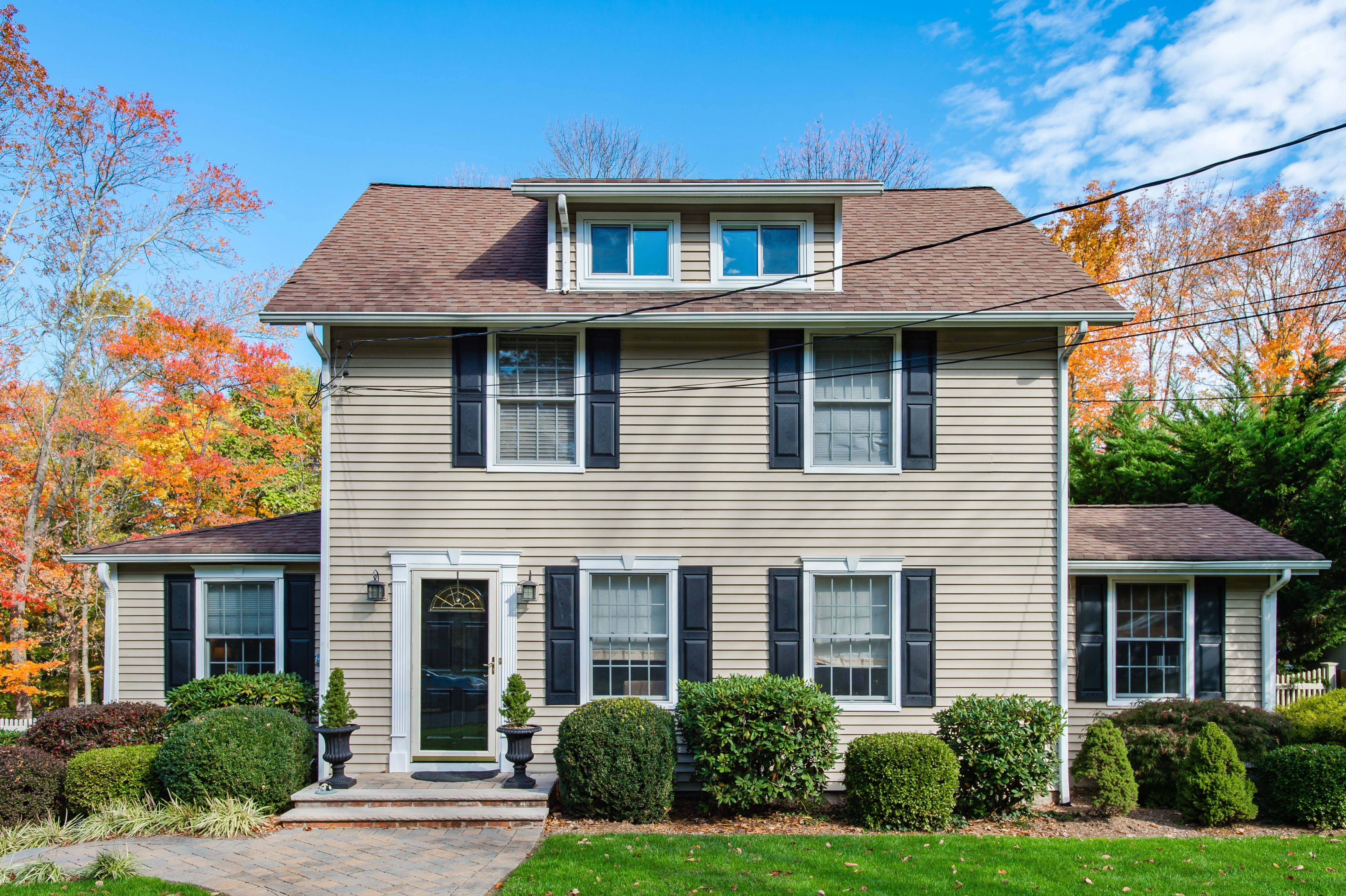 Renovated Colonial On Cul De Sac Tapinto
