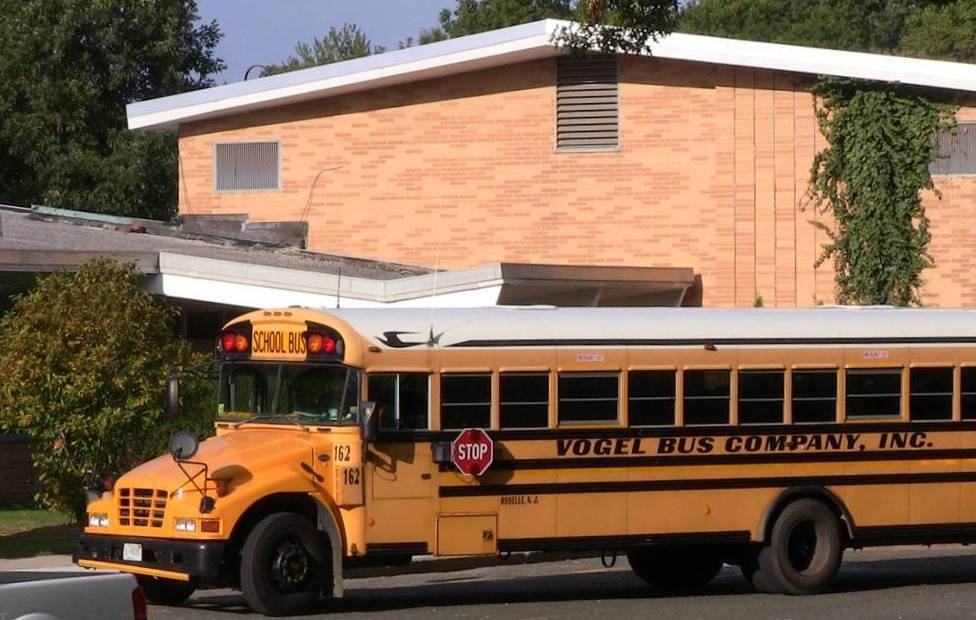 f4600d29cb15c0c1c291_Bus_drops_off_at_Coles.jpg