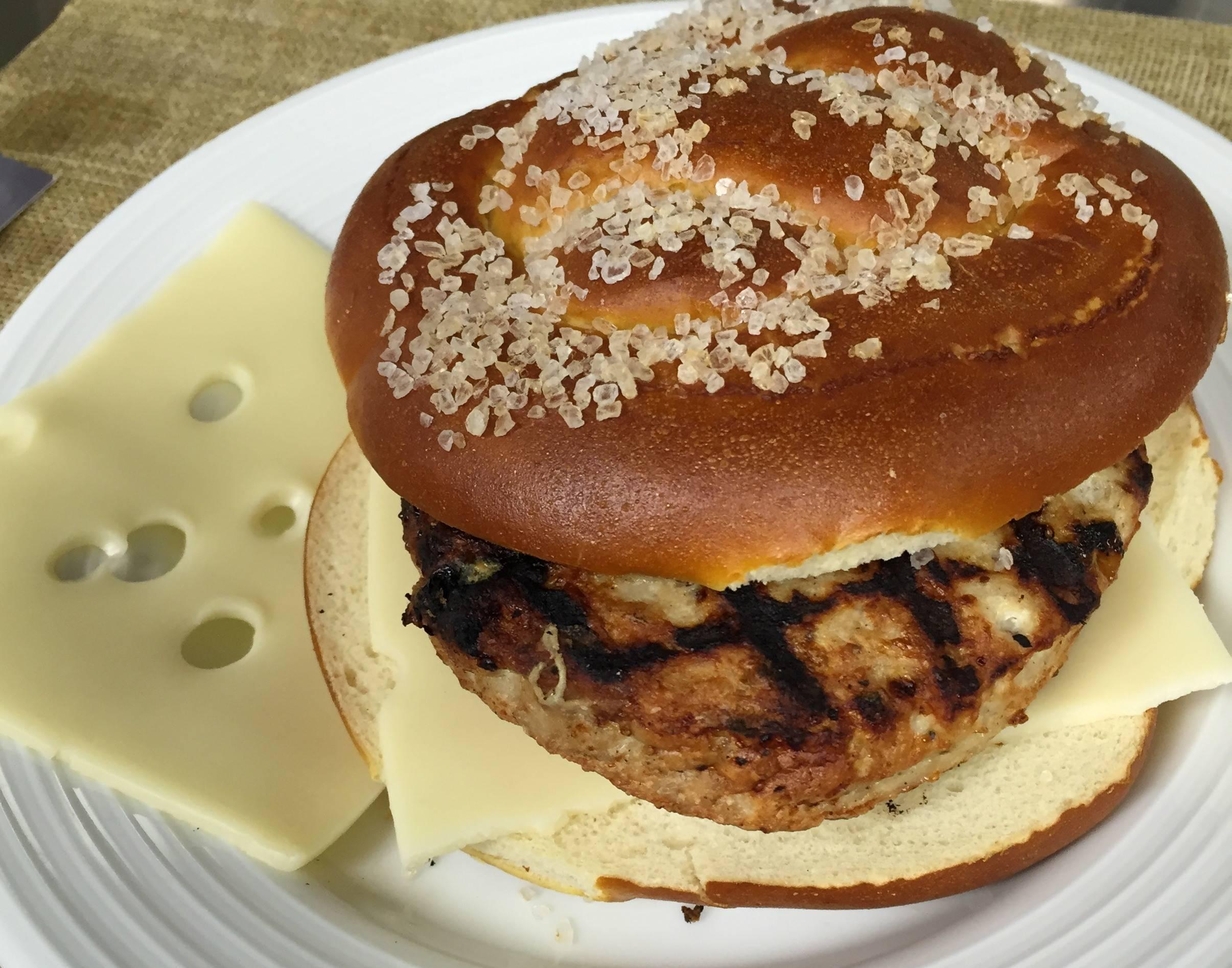 f5bc824113c20741f1f8_Pretzel_Roll_burger.JPG