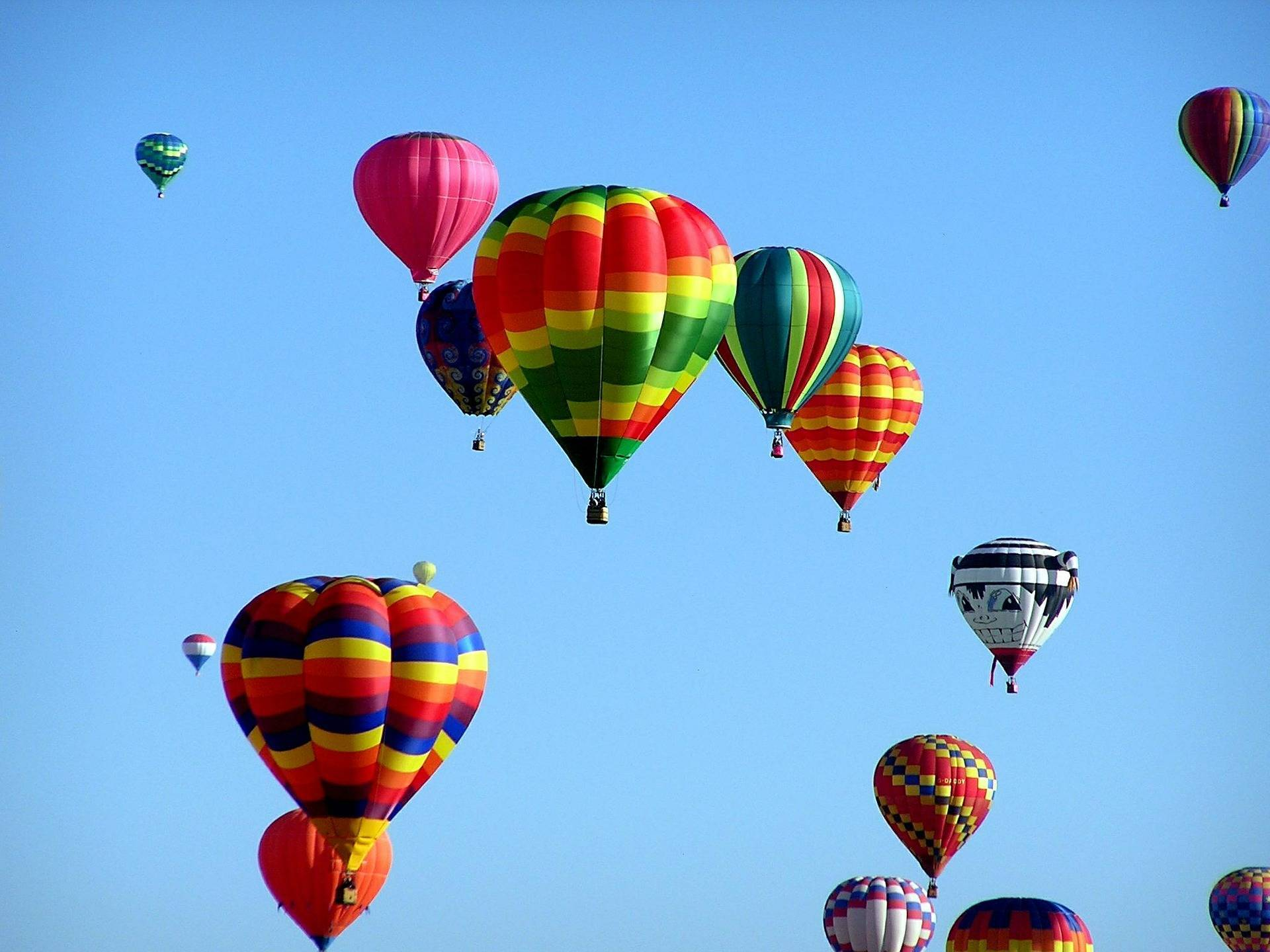 f9c6aa9cbc52372d7ab3_hot-air-balloons-439331_1920.jpg