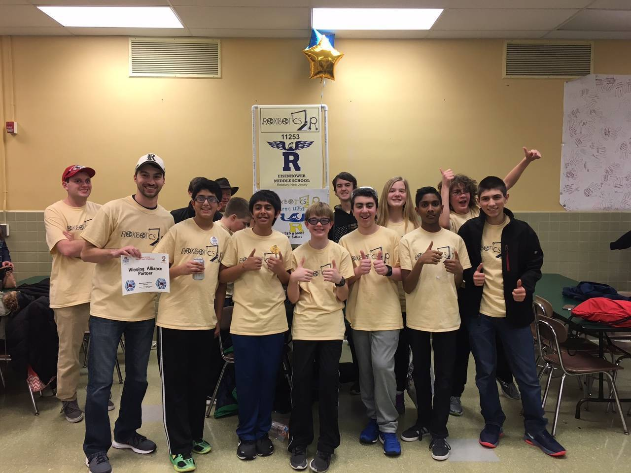 fd70f64b54d4aa9d2513_72e3eac965c474977663_EMS_Roxbotix_Jr_Team_at_FTC_Competition_15.jpg