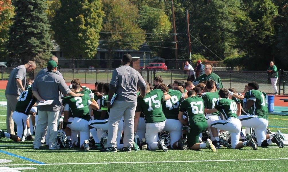 de2e57f678514d0d1519_Falcons__pre-game_prayer.jpg