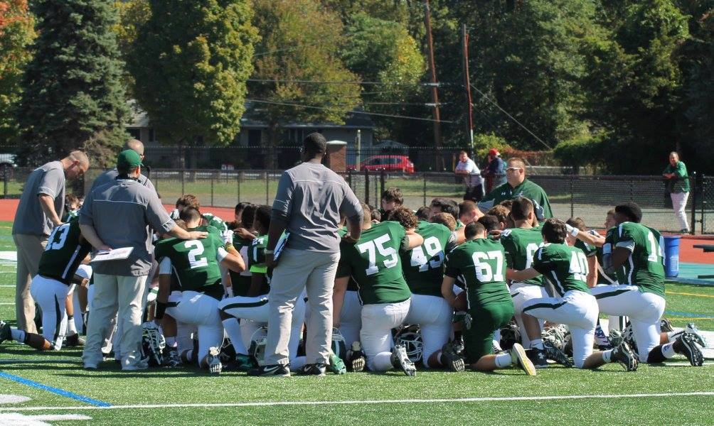 de2e57f678514d0d1519_Falcons__pre-game_prayer.jpg