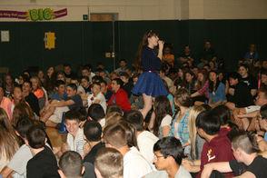 Kristina Lachaga entertains the crowd at Lazar