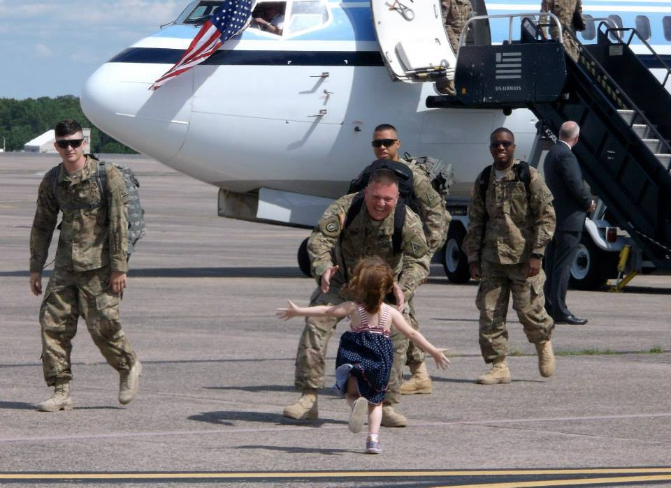 9a5047d64030d6b025f1_Kaylee_Welcomes_Home_Her_Daddy_from_Afghanistan__1_.jpg