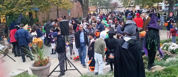 0f48d37c57b8499df9d3_Halloween_crowd_shot.jpg