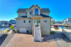 $739,900 40 Robert Drive Manahawkin, NJ 08050