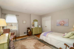 Fifth Bedroom 1.jpg
