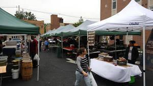 Carousel_image_09a005f598b63012f9d5_maplewood_farmers_market