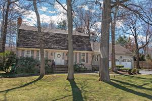 10 Carleen Court, Summit, NJ: $999,500