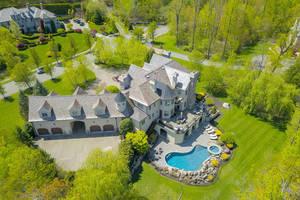 10 Pond View, $2,899,000
