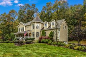 Private, Spacious 4BR Sparta Mountain Colonial