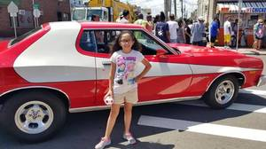 Carousel_image_101e158472156148020d_hot_dog_day_girl_with_car