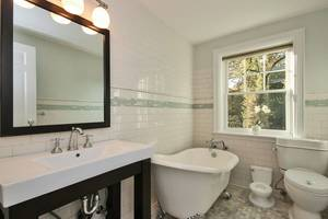 2nd Floor Full Bathroom 1