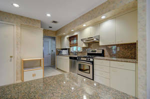 76 White Pl Clark NJ 07066 USA-large-014-017-Kitchen  Dining Room-1500x997-72dpi.jpg