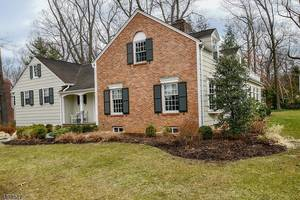 54 Silver Lake Dr, Summit NJ: $1,475,000