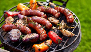 Carousel_image_1490b0e0e3e544600eb1_grilled-sausages-vegetables-sm