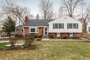 16 Deerfield Rd, New Providence NJ: $799,000