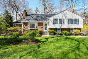 16 Deerfield Rd, New Providence NJ: $739,500