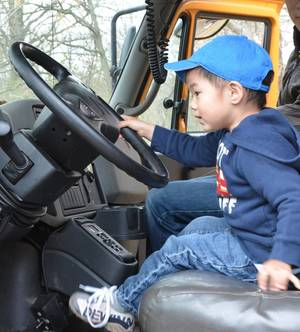 Carousel_image_19f476e6f1140f965955_touch_a_truck