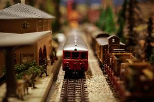 Carousel_image_1edad6dd57354cbe7a68_toy_train