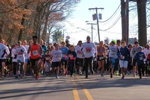 Carousel_image_1f464f1302fff88e81e4_8b486a170414b76b1e83_red_cross_run_for_the_red_race_start_2016-1