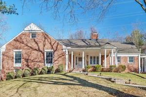 Chatham Gem! 5 BR Expanded Ranch