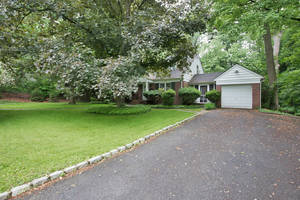 42 Fernwood Drive, Summit, NJ: $1,300,000
