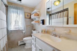 35 Munsee Dr Cranford NJ 07016-large-040-21-Bathroom-1500x997-72dpi.jpg