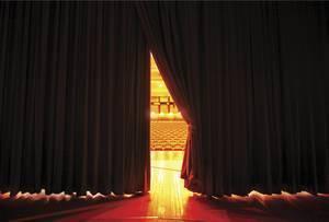 Carousel_image_254e0e3bd39dfc4214ba_carousel_image_9c3b4e8b002b65df0f7f_theater_curtain
