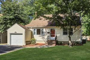 Move-in ready home on a quiet cul-de-sac in Fanwood!