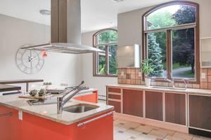 11 - Gourmet Kitchen (2 of 3).jpg