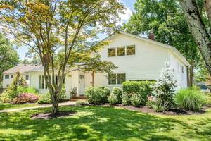 73 Canoe Brook Parkway, Summit, NJ:$810,000