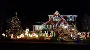 Carousel_image_37a88868022a5ebd8d8b_christmas_house