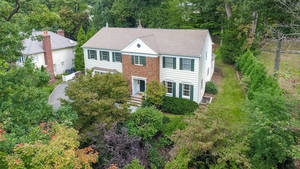 27 Gloucester Rd, Summit NJ: $1,495,000
