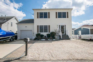 $479,900 23 Mary Alice Road Beach Haven West