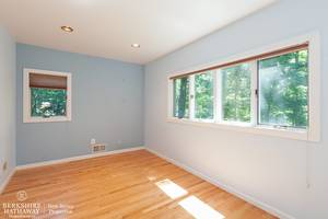 14_19HunterdonBlvd_154_3rdBedroom_HiRes.jpg