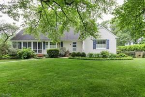 14 Crestwood Ln, Summit NJ: $1,075,000