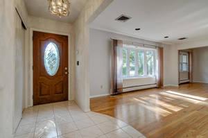 76 White Pl Clark NJ 07066 USA-large-008-004-Living Room-1500x997-72dpi.jpg