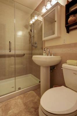 5 Schmidt Ln Clark NJ 07066-large-030-012-Bathroom-665x1000-72dpi - Copy.jpg