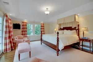 016-288202-EDIT master bedroom_6908606.jpg
