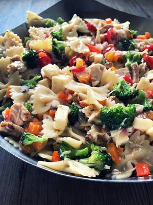 Carousel image 42f6655c845300627b2d grilled chicken pasta salad