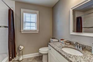 32 Commonwealth Road-large-021-040-Bathroom-1500x1000-72dpi.jpg