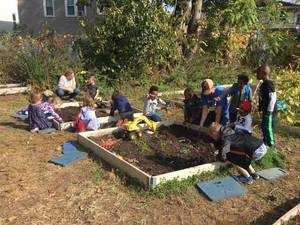Carousel image 48813f60277f307f4f05 garden recess fall 2017 1 group shot at beds preview