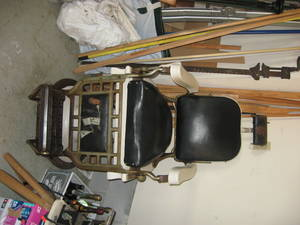 Carousel_image_4c0f5d872341bba716a5_barber_chair_front_view